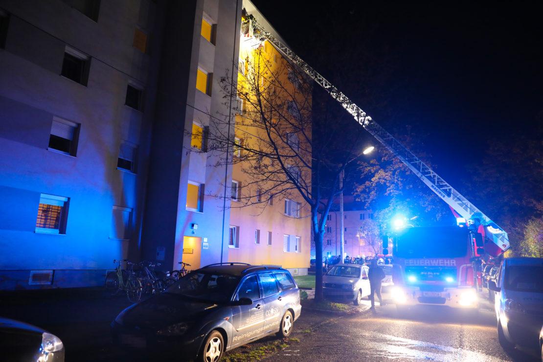 Menschenrettung: Neun Verletzte bei Wohnungsbrand in Wels-Neustadt