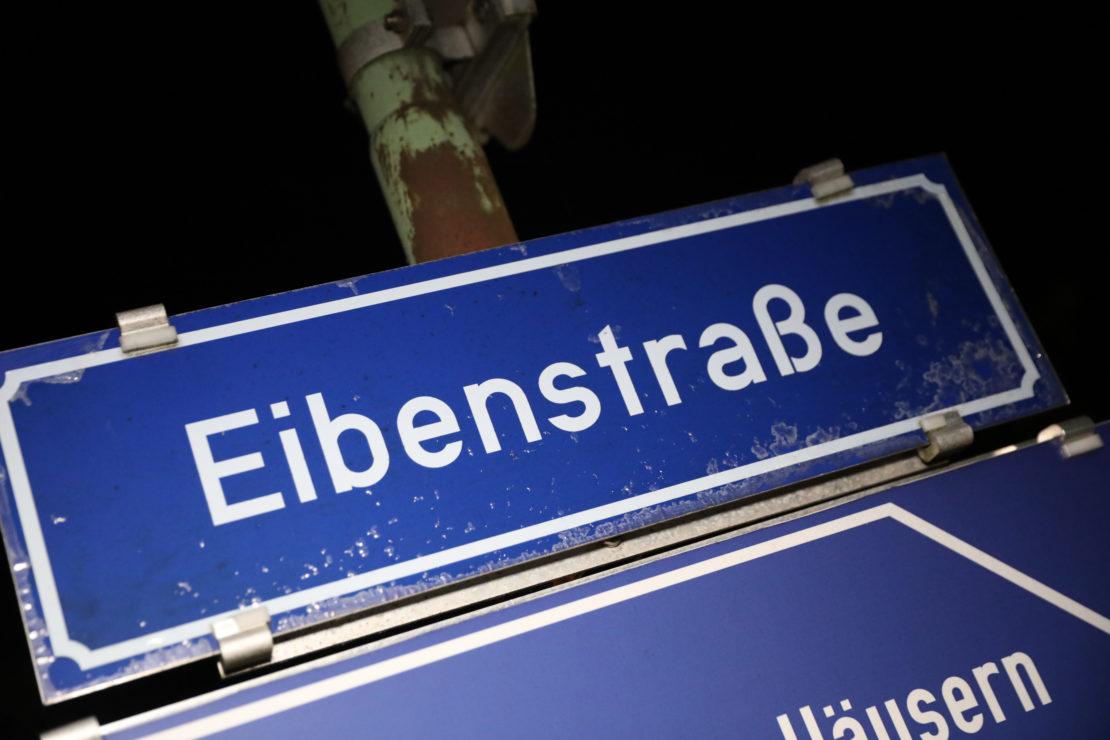 Feuerwehreinsatz: Person in Wels-Lichtenegg in Postkasten eingeklemmt