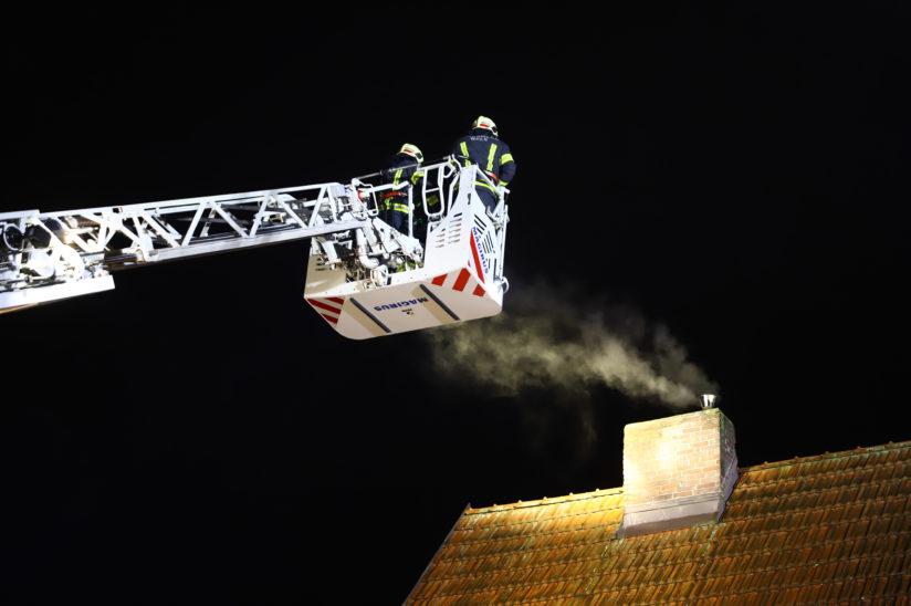 Rauchentwicklung aus einem Kamin löst Einsatz der Feuerwehr in Wels-Neustadt aus