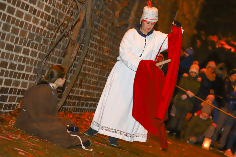 Fest des Hl. Martin: Viele Kinder bei Laternenumzug in Wels-Pernau