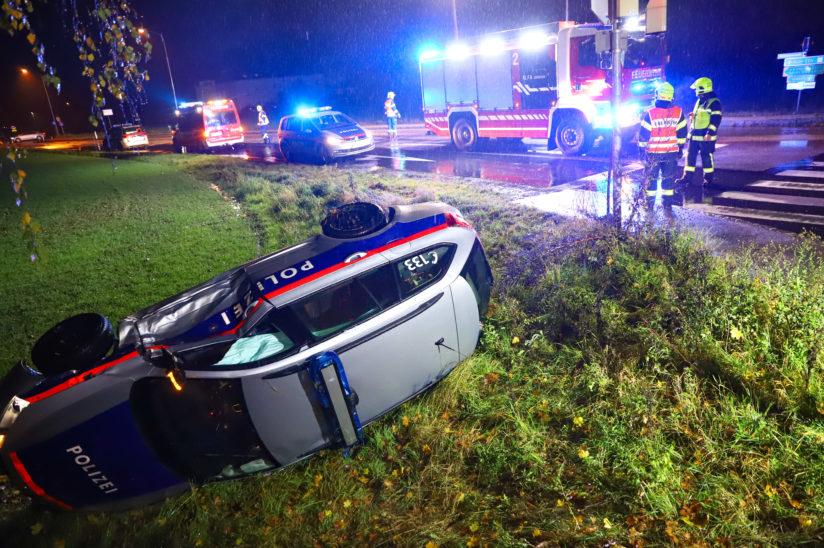 Kollision zwischen Polizeistreife und Auto in Marchtrenk fordert zwei Verletzte