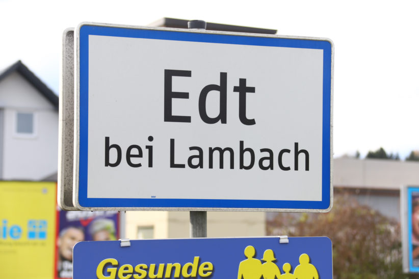 Feuerwehreinsatz: Kind in Edt bei Lambach in PKW eingeschlossen