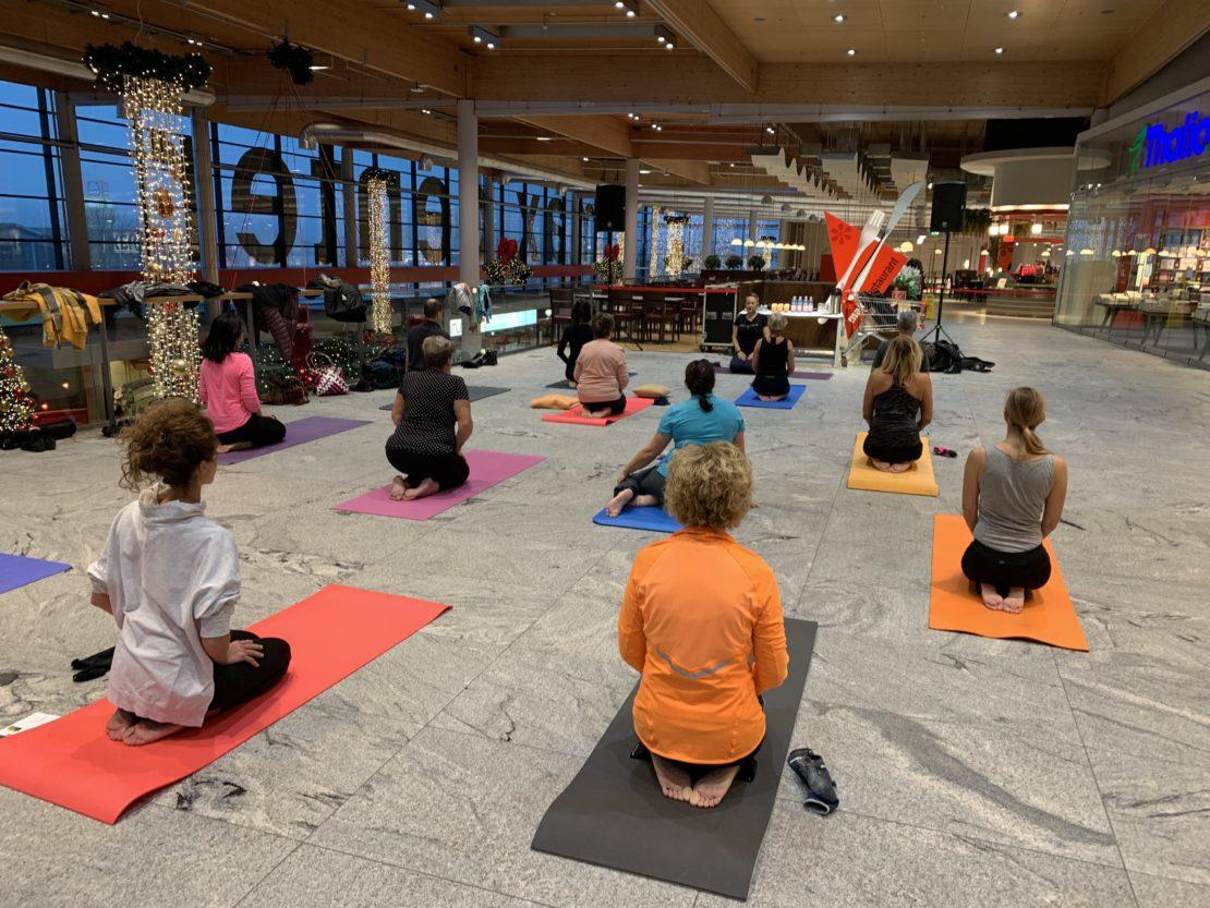 Gratis-Yogastunde im max.center!