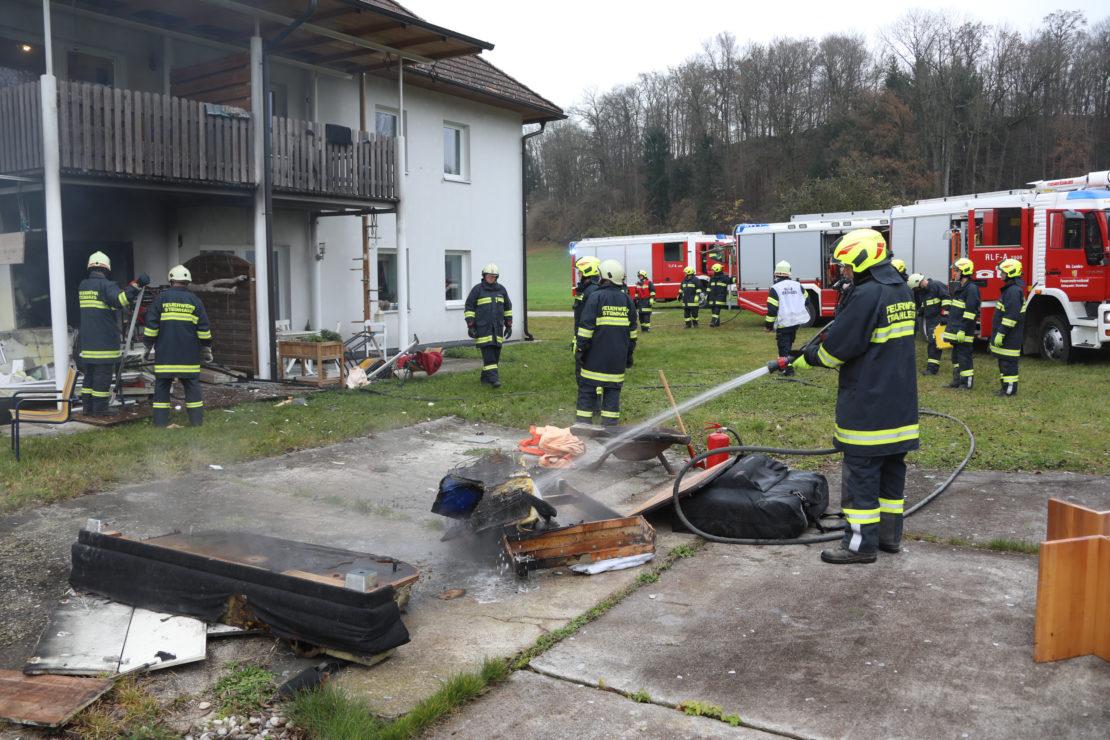 Ursache: Brand eines ladenden E-Bike-Akkus führte zu Wohnungsexplosion in Steinhaus