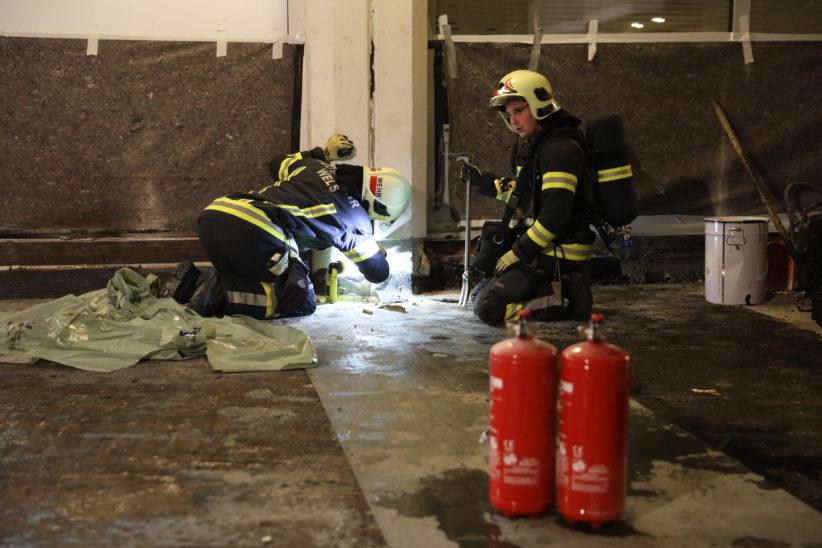 Dehnfugenbrand auf einer Baustelle in Wels-Innenstadt sorgt für Einsatz der Feuerwehr
