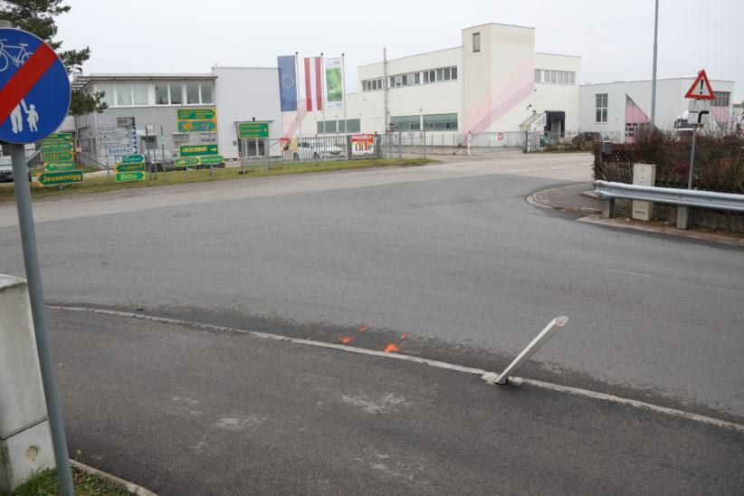 Pensionist (87) mitsamt Rollator in Marchtrenk vom LKW erfasst und tödlich verletzt