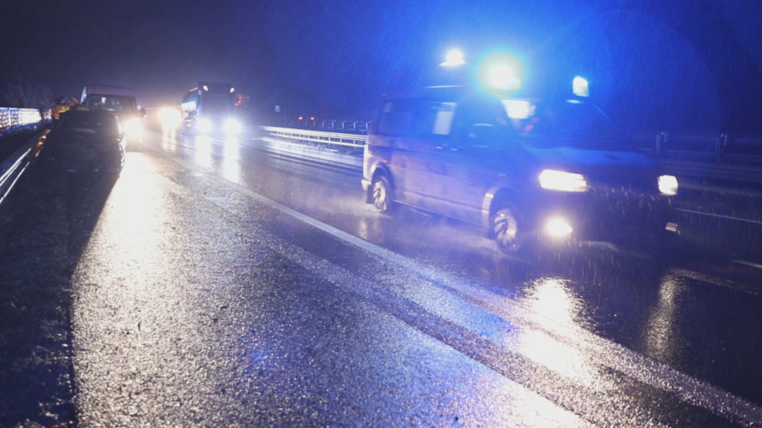 Unfall nach Eisregen auf Innkreisautobahn bei Krenglbach fordert eine verletzte Person