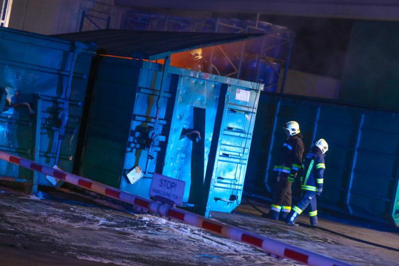 Brand eines Containers für Problemstoffe bei einem Entsorgungsunternehmen in Wels-Pernau