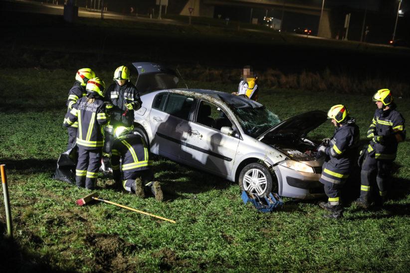 Autoüberschlag auf Wiener Straße in Edt bei Lambach endet glimpflich