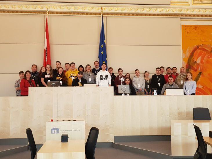 Junger Besuch im Parlament: Hausführung mit Petra Wimmer
