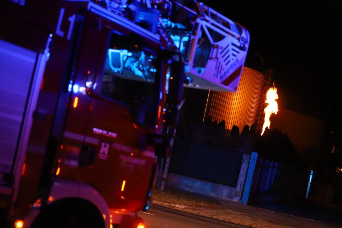 Fackelbetrieb einer Biogasanlage in Wels-Innenstadt sorgt für Einsatz der Feuerwehr