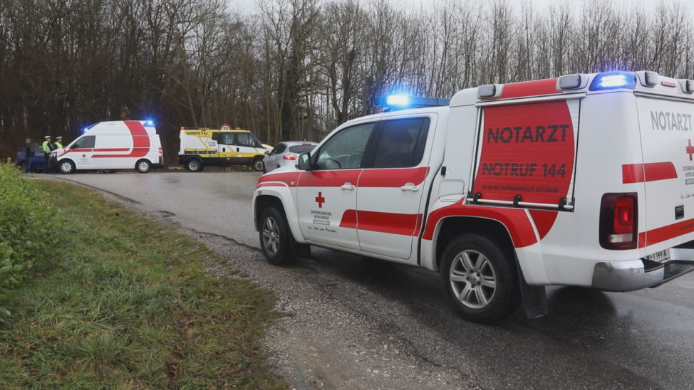 Drei teils Schwerverletzte bei Verkehrsunfall zwischen zwei Autos in Marchtrenk