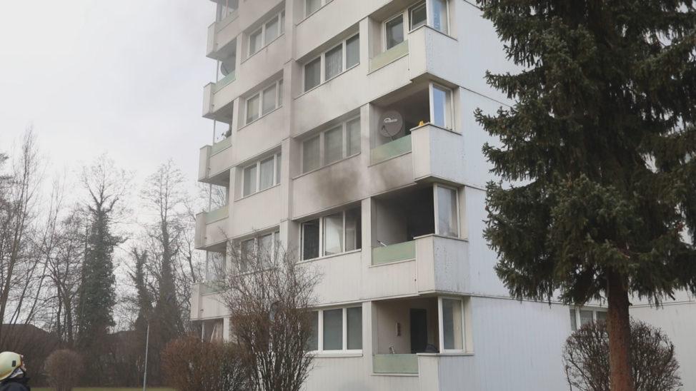 Wohnungsbrand in Wels-Lichtenegg fordert drei Verletzte