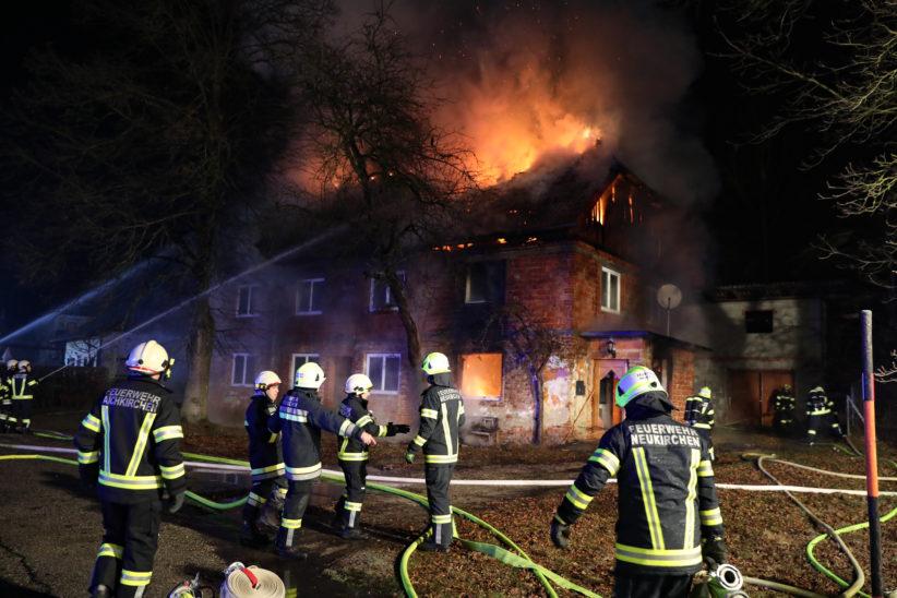 Vollbrand eines Wohnhauses in Aichkirchen sorgt für Großeinsatz