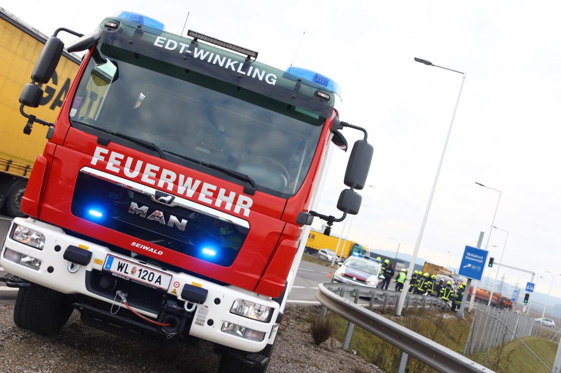 Unfall mit drei beteiligten Fahrzeugen auf Wiener Straße in Edt bei Lambach fordert drei Verletzte