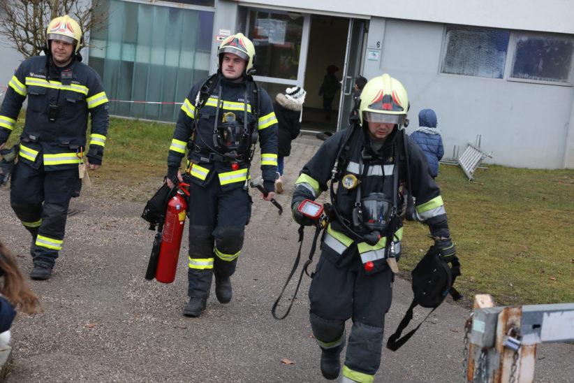 Brand in der Liftkabine eines Wohnhaues in Wels-Lichtenegg sorgt für Einsatz der Feuerwehr
