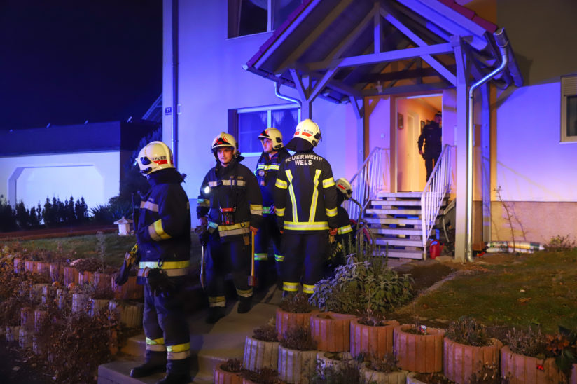 Brand eines Dunstabzuges in der Küche eines Hauses in Wels-Schafwiesen fordert zwei Verletzte