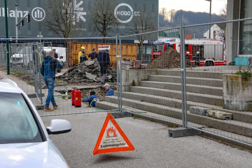 Gasaustritt: Bagger beschädigt bei Abrissarbeiten in Wels-Innenstadt Gasleitung
