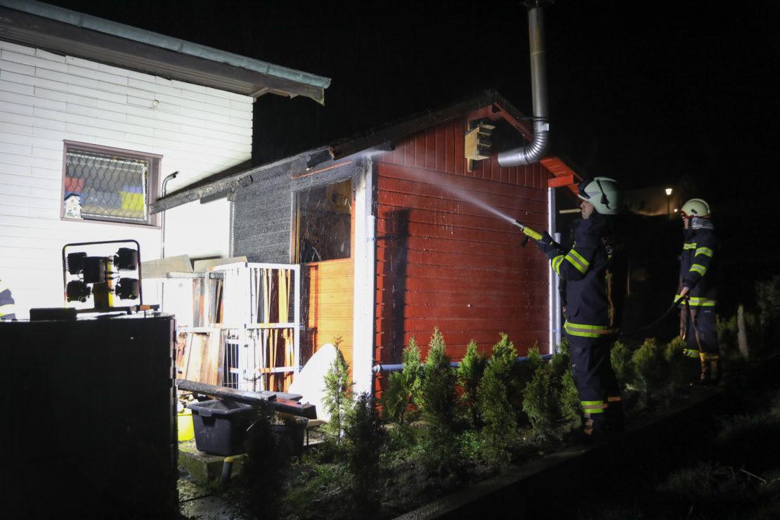 Brand bei einer kleinen Gartenhütte in Bachmanning