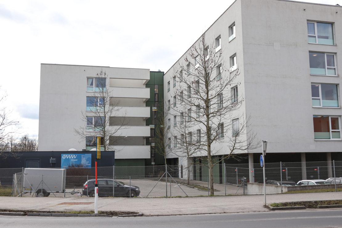 Einsatz der Feuerwehr aufgrund von Rauchentwicklung in Alten- und Pflegeheim in Wels-Vogelweide