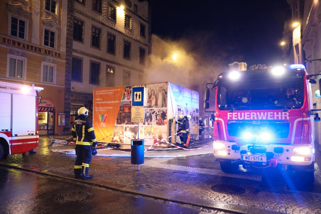 """Einsatz aufgrund Rauchentwicklung im Technikbereich des """"EIS-8ers"""" am Stadtplatz in Wels-Innenstadt"""