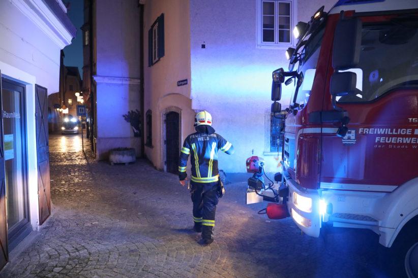 Feuerwehr bei Kabelbrand in einem Weinlokal in der Welser Altstadt im Einsatz