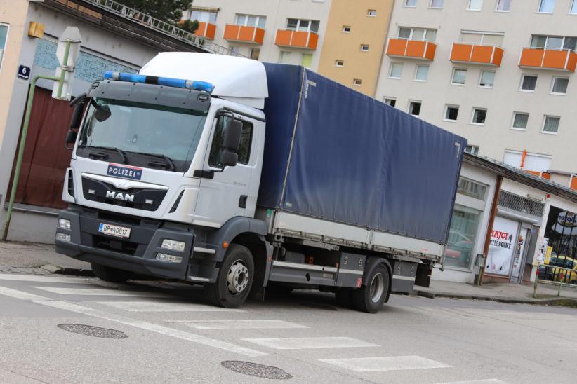 Größerer Einsatz der Finanzpolizei in einem Spiellokal in Wels-Neustadt