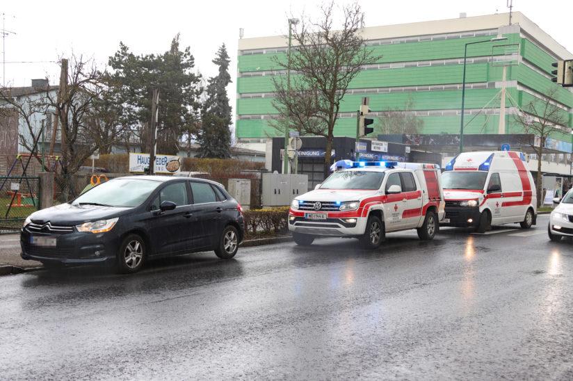 Fußgänger in Wels-Pernau von Auto erfasst und verletzt