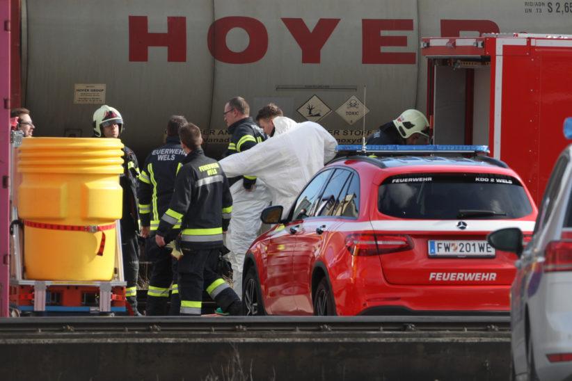 Gefahrstoffeinsatz: Austritt von Toluylendiisocyanat aus einem Container in Wels-Puchberg