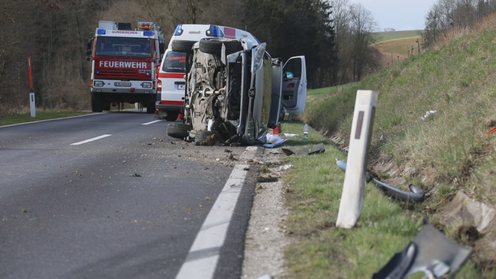 Schwerer Verkehrsunfall bei Gunskirchen fordert fünf Verletzte