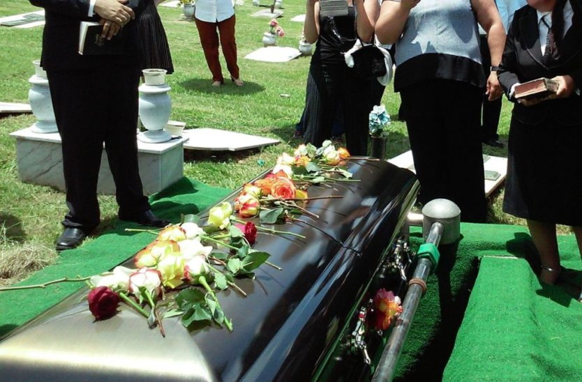 Beerdigungen nur mehr mit maximal fünf Anwesenden
