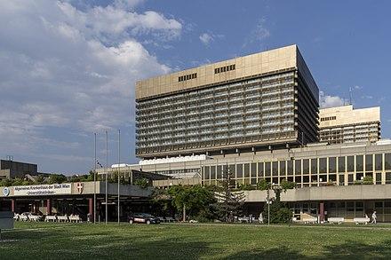 Zwei Wiener Ärzte sind am AKH positiv auf Corona getestet worden.