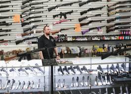 Amis decken sich mit Waffen ein