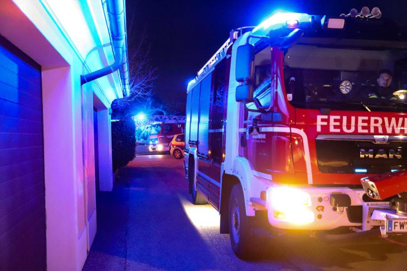 Feuerwehreinsatz: Nächtliche Suche nach gemeldetem Feuerschein in Wels-Pernau