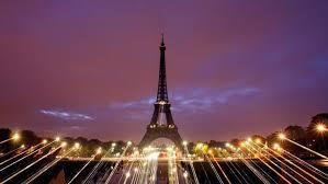 "Pariser Eiffelturm sagt Helfern ""Merci"""