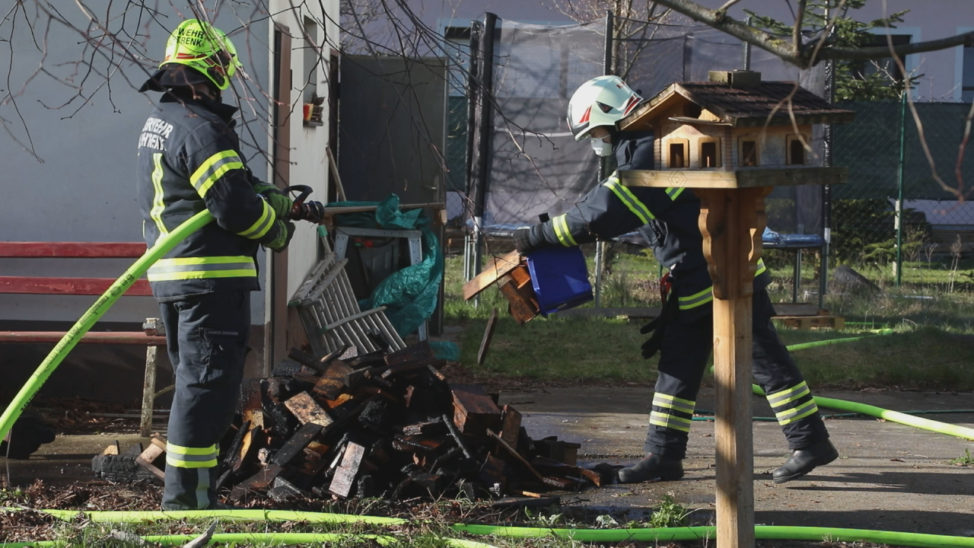 Einsatz der Feuerwehr bei Kellerbrand in einem Mehrfamilienhaus in Marchtrenk