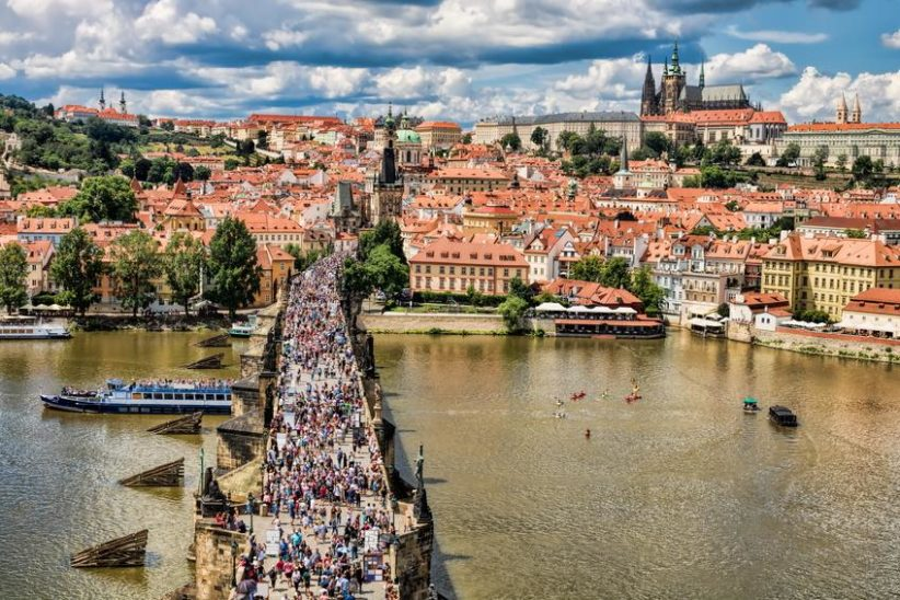 Prag verlängerte Kontrollen an Grenze zu Österreich