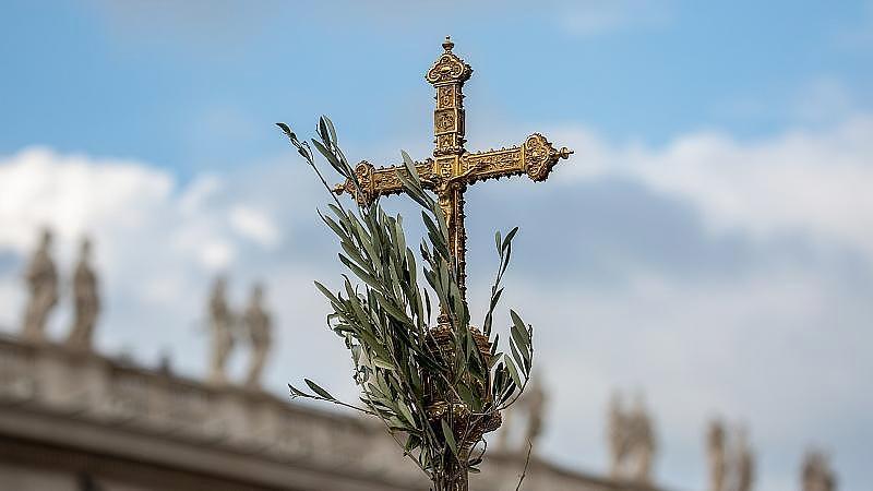 Papst feierte Palmsonntags-Messe im Vatikan ohne Pilger