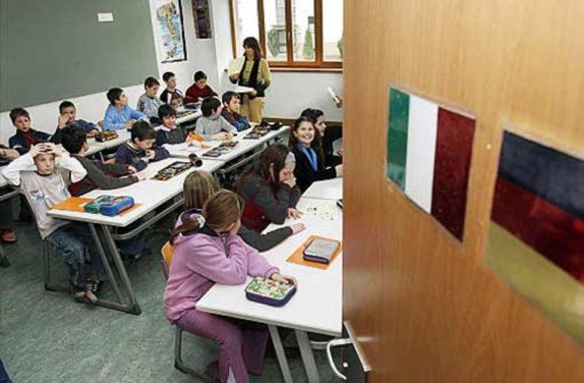 Alle Schüler in Italien steigen in höhere Klasse auf