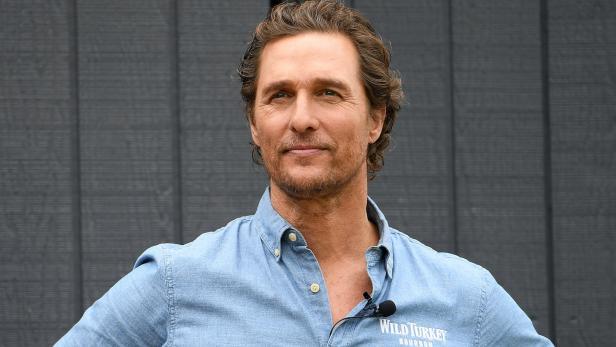 McConaughey spielt Tele-Bingo mit Senioren