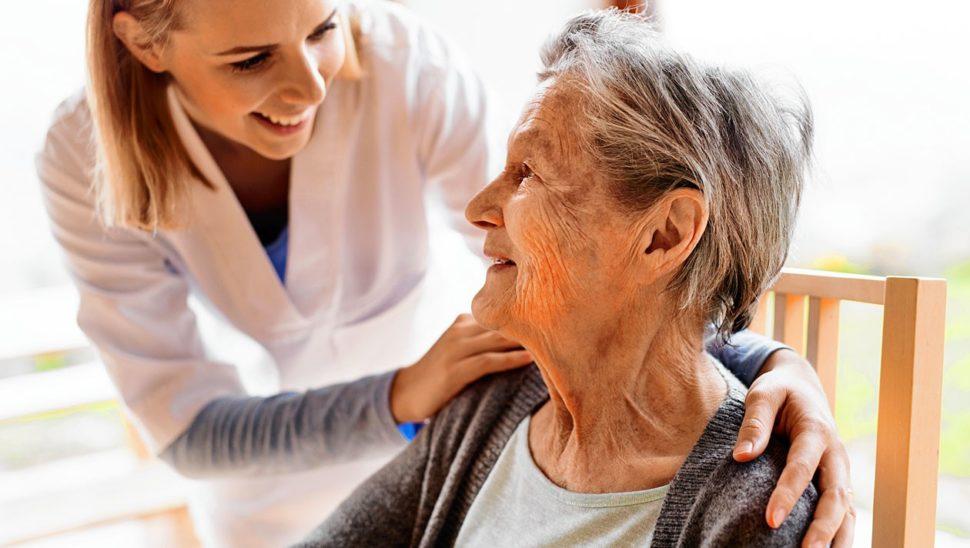 Altenpflege-Verband: Schutzausrüstung und Tests fehlen