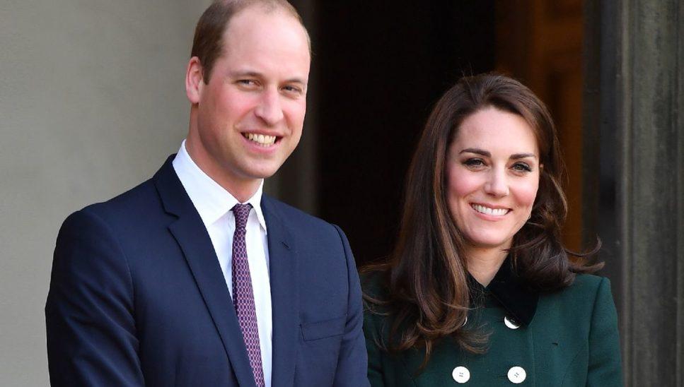 Prinz William und Kate scherzten mit Schülern