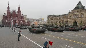 Panzer bei Siegesparade gegen Coronaviren geschützt