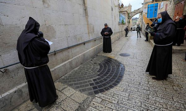 Nur vier Pilger auf Karfreitagskreuzweg