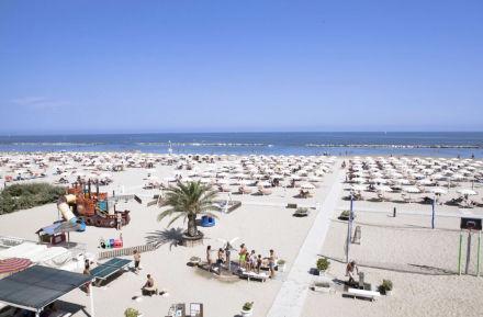 Badestrände in Rimini bangen um Sommersaison