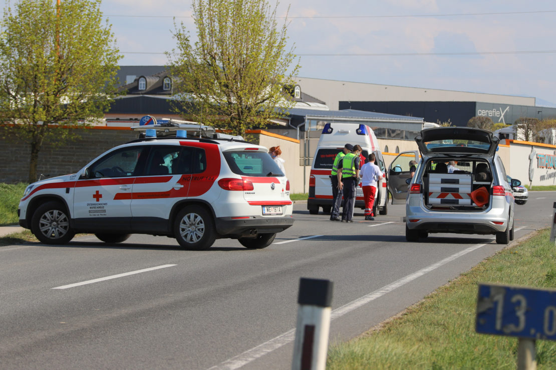 Radfahrerin bei Kollision mit Auto auf Pyhrnpass Straße bei Sattledt tödlich verletzt