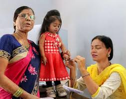 Kleinste Frau der Welt kämpft gegen Corona-Pandemie