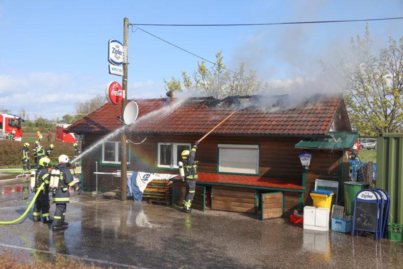 Brand einer Imbisshütte in Gunskirchen - Drei Feuerwehren im Einsatz