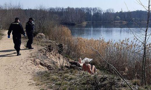 Auch Nacktbadende müssen in Tschechien Mundschutz tragen