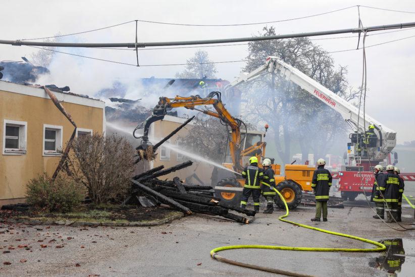 Brand dürfte bei Stalllüftungsanlage ausgebrochen sein - 1,2 Millionen Euro Schaden